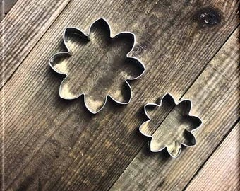 Set of 2 Daisies Metal Cookie Cutters #NAWK49