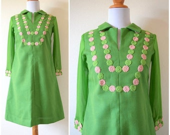 FLASH SALE / 20% off Vintage 60s Lime Green Sheer Sleeved Shift Dress (size xs, small)