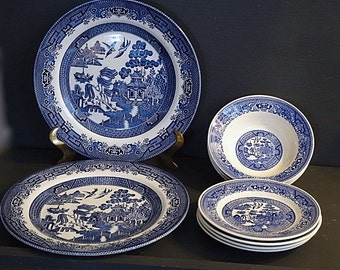 Lot Blue Willow Dinner Plates Bread and Butter Plates and Small Bowls 9 Pcs