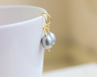 Valentines Day Sale Grey Pearl Earrings teardrop Gold GE15