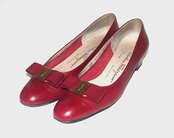 1990s Salvatore Ferragamo heels / vintage 80s Ferragamo shoes / 8 Narrow / leather / Ferragamo Vara Heels in Red