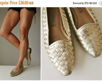 ON SALE 1990s Woven Gold Flats >>> Size 7-1/2 (7.5) to 8