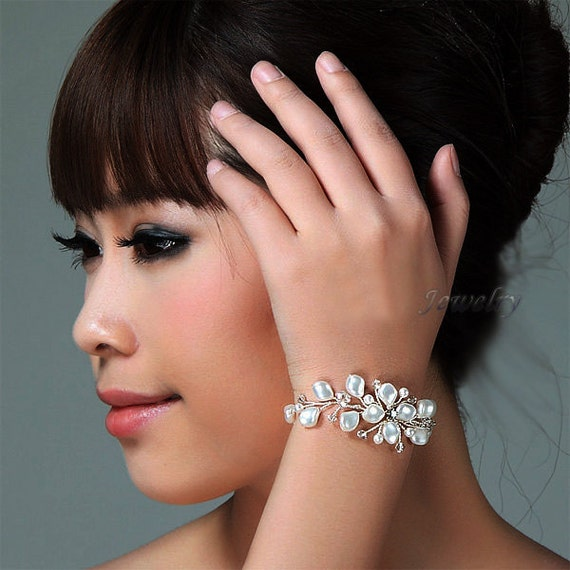 Wedding Bracelet Swarovski Pearls Bracelet Ivory Bridal Bracelet Wire Wrapped Bracelet Vine Bracelets Bridesmaids Bracelet