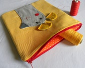 Mousy pouch on yellow stripes