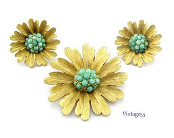 Brooch Summer Daisy Turquoise Glass Beaded