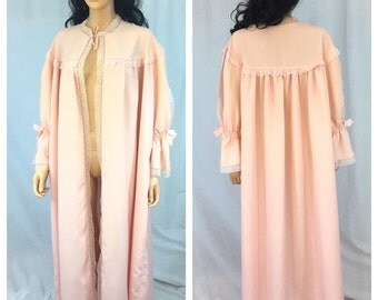 Vintage Pink Lace Robe. X-Large. 1970s. Long Sleeve Robe. Pink Lingerie. Long Sleeve. Maxi. Bow. Feminine Romantic. Under 40 Lingerie.