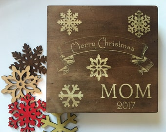 Wooden Snowflakes Ornaments Gift Box - 17 PCS - Christmas Ornament, Wood Ornament, Christmas Tree, 16 Ornaments with Personalized Gift Box