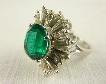 Size 8 Vintage 18K White Gold Electroplated Rhinestone Cocktail Ring