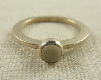 Size 7.5 Vintage Sterling and Moonstone Ring