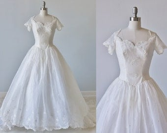Vintage 1950s Wedding Dress / 1950s Embrodiered Eyelet Wedding Gown / Full Skirt and Train / Silk