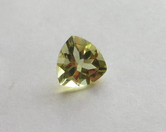 3 carat trillion cut natural lemon citrine loose gemstone, 10mm across, 6.5mm deep, lovely for use in a pendant