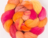 Hand painted Finnish wool top, Finnish, fibre, fiber, hand painted, spinning fibre, fibre, fiber, felting wool, 100g, colour Sunrise