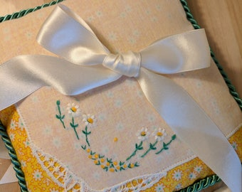 Vintage Daisies Ring Pillow