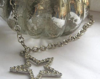 5day Mothers Day 20% SALE Vintage Silver Rhinestone Star Pendant Chain Necklace
