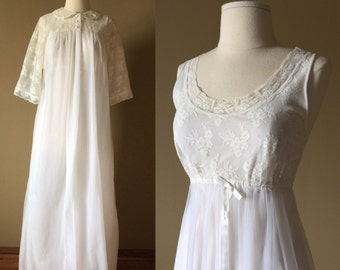 Vintage 1960s Womens Size M Peignoir Set / 60s Lorraine Nightgown and Robe Like-New / bust 36 / Ivory Nylon and Lace