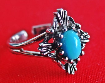 SARAH COVENTRY signed Vintage adjustable silver tone   ring with blue stone in great condition,  appears unworn