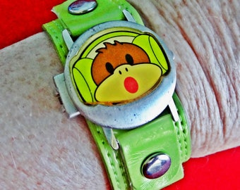"""Vintage silver tone 8"""" bracelet watch w green patent band and covered 1.25"""" face in great condition, Works great, fresh battery"""