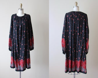 70s Dress - Vintage 1970s Dress - Flowing Novelty Print Rayon Rich Hippie Tent Dress w Border of Leaves M L - Fall Burn Dress