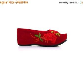 BTS SALE Vintage 90s Red Floral Rose Velvet Embroidered Stacked Wedge Clog Heels women 7.5 8 vestiesteam Asian Chinese indie hippie hip hop