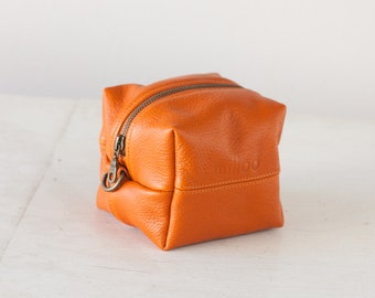 Cosmetic cube case in orange leather, accessory bag makeup case toiletry bag dopp kit beauty storage travel case - Cube