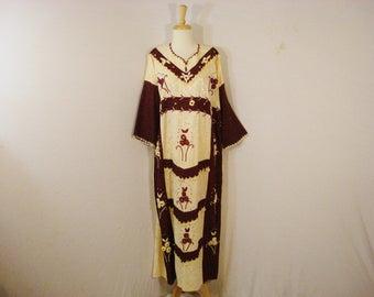 1970s Long Boho Hippie Embroidered Dress Dolman sleeves Flower detailing Plus XL - Plus Sizes