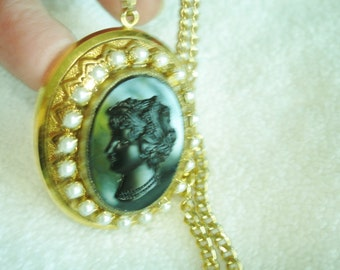 """Black Lady Cameo Pearl Gold Tone Vintage Jewelry  Pendant 18"""" Chain"""