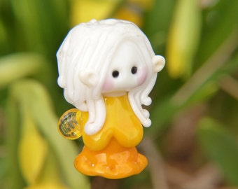 Little Narcisus Garden Fairy with white hair glass bead
