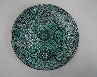 Green and black, lace-apttern, ceramic plate