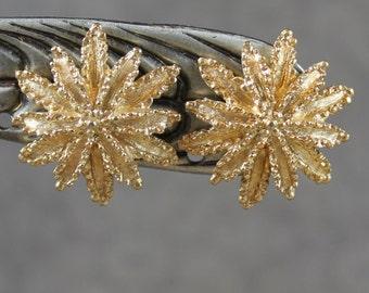 Vintage Avon Textured Gold Flower Clip On Earrings