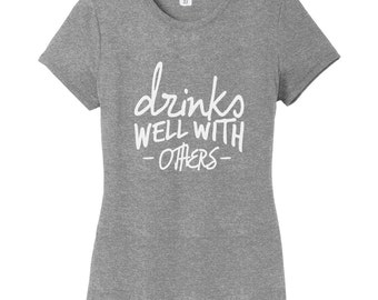 Drinks Well With Others - Funny Drinking Quote Women's Fitted T-Shirt