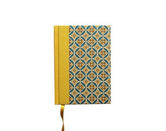 Day Planner 2018, World Calendar, retro yellow teal Agenda, one page a day