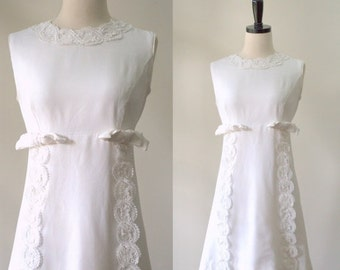 Vintage 1960s Wedding Dress White Mini Dress Sleeveless Wedding Dress Alternative White Lace Dress Above the Knee Size Small Medium