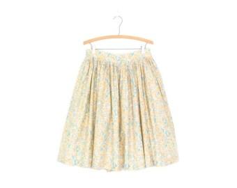 SALE Vintage Dirndl Skirt * Full Floral Skirt * Midi Skirt * Large