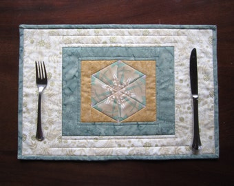 "Quilted Placemats ""Light Green Hexagons"" Set of 2, Fabric Placemats, Kaleidoscope Mini Quilts, Snack Mats, Dining Decor"
