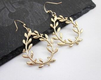 Leaf Charm Earrings -- Gold Leaf Drop Earrings -- Vine Earrings -- Plant Earrings -- Drop Vine Dangles -- Gold Vine Earrings --Gold Earrings