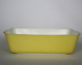 vintage pyrex yellow bakeware casserole 1.5 QT. 0503