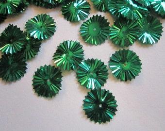 130 vintage spangles - SUNBURST spangles, fancy sequins - green - 16mm