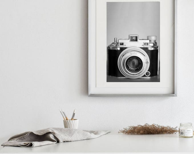 Vintage Kodak Medalist II- Matte Print | Vintage Objects Wall Art, Black & White Camera Print, Photography Gifts, Studio Decor, Neutral