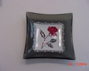 4 Vintage Glass Miniature Dishes With Red Roses Decorations  17 - 394