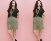 CLEARANCE 80s 90s Pleated Shorts // Culottes // Gingham Shorts // Vintage High Waist Shorts // Minimalist Shorts // Extra Large