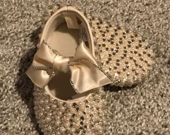 READy To SHiP-FrEE SHiPPING Size 2 Diamonds and Ivory Pearls Completely Coveted Authentic Crystal Rhinestone Baby Shoes for Wedding Baptism