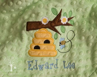 Personalized Minky Baby Blanket, Personalized Baby Gift, Bee Appliqued Minky Baby Blanket, Bee Nursery, Bee Baby Blanket
