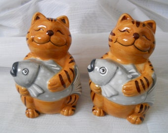Cat salt and pepper shakers - vintage, collectible, animals