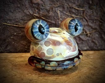 Frog Bead #4...Frog bead sculpted in hot glass by Wayne Robbins
