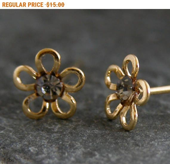 Sale - Women's Gift, Stud Earrings, Gold Studs, Gold Stud Earring, Post Earrings, Gold Flower Stud Earrings ,GIFT FOR HER