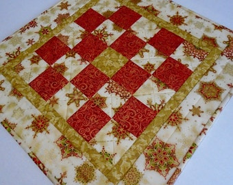 Christmas Quilted Table Topper in Gold and Red, Elegant Holiday Quilted Table Runner, Christmas Table Quilt, Holiday Quilted Table Topper