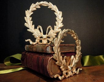 Vintage Italian Gold Laurel Wreath Ribbon Bow Bookends / made in Italy / Hollywood Regency Bookends