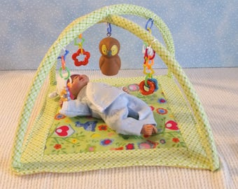 """Small Floor Gym / Play Mat For Mini Doll 4""""-7"""" Size Baby Dolls, Woodland"""