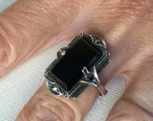 Sterling silver, marcasite and rectangular onyx vintage ring        VJSE