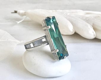 Vintage Style Emerald Rectangle Ring in Antique Silver.  Cocktail Ring with Green Swarovski Crystal. Adjustable Statement Ring.